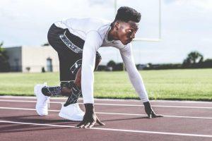 atleta preparando para correr